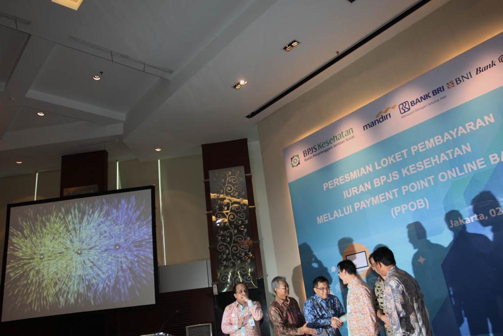 Direktur Utama BPJS Kesehatan Fachmi Idris beserta direksi rekanan Bank Mandiri, BNI, BRI, dan BTN meluncurkan Sistem pembayaran iuran BPJS Kesehatan disebut dengan Payment Point Online Bank (PPOB) di Jakarta, Jumat, (02/10).
