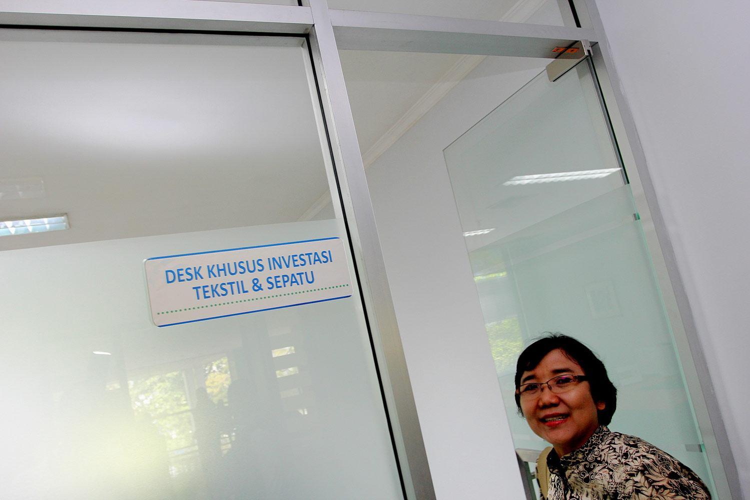 Suasana loket ruangan Desk Investasi Khusus Tekstil dan Sepatu BKPM di Jakarta, Jumat, (09/10).