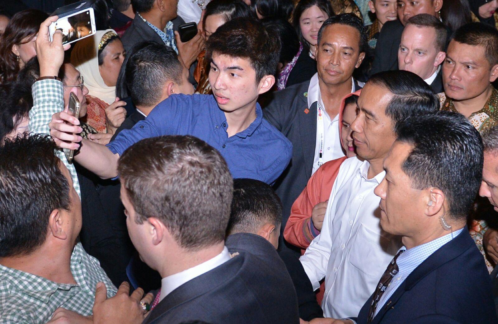 Saat para peserta pertemuan berfoto bersama Presiden Jokowi di San Fransisco.
