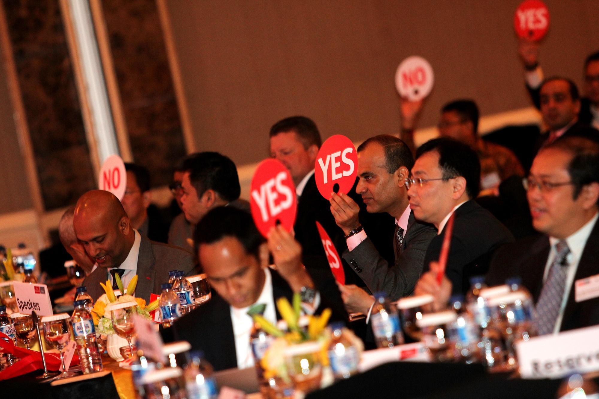 Suasana diskusi pada acara The Economist Events Indonesia Summit 2016 di Jakarta, Kamis, (24/02). Acara diselenggarakan oleh The Economist dan Katadata sebagai media partner Indonesia Summit 2016.