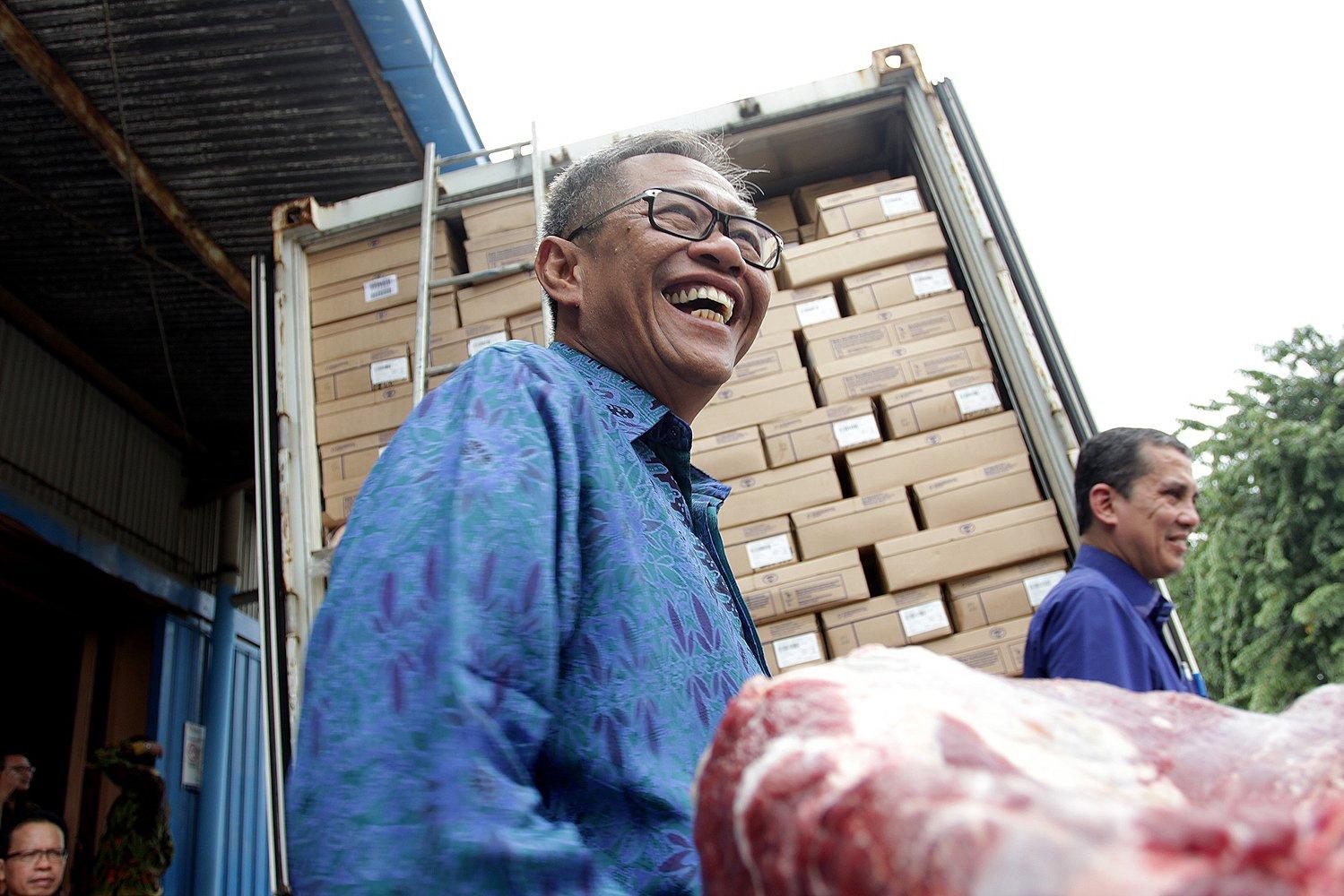 Menurut Direktur Utama Bulog Djarot Kusumayakti, pemerintah melalui Bulog akan mencukupi kebutuhan daging untuk masyarakat selama bulan puasa hingga Lebaran nanti.
