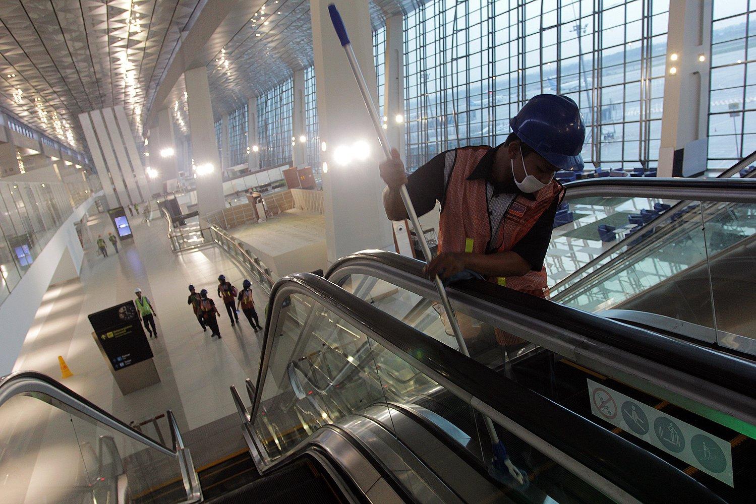 Terminal sepanjang 1,2 kilometer dengan luas 423 ribu meter persegi ini dilengkapi fasilitas pengelolaan gedung yang canggih atau Intelligence Buiding Management System (IBMS).