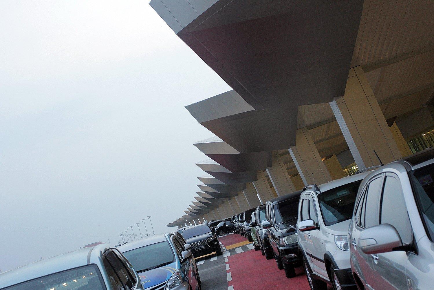 Terminal III Ultimate ini dilengkapi jaringan transportasi monorel, yang akan memutar dan menghubungkan dengan terminal-terminal lainnya.