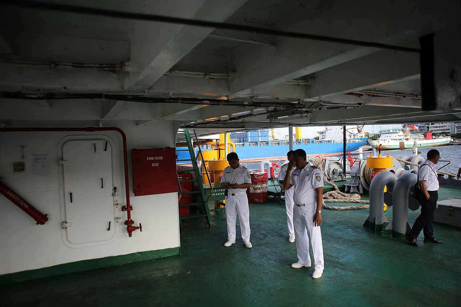 BUMN yang membentuk konsorsium dan terlibat dalam sinergi layanan kapal tol laut ini adalah PT Pelabuhan Indonesia II dengan anak perusahaannya PT Multi Terminal Indonesia (MTI), PT Pelni dengan anak perusahaannya PT Pelni Logistik dan PT Rajawali Nusantara Indonesia (RNI).
