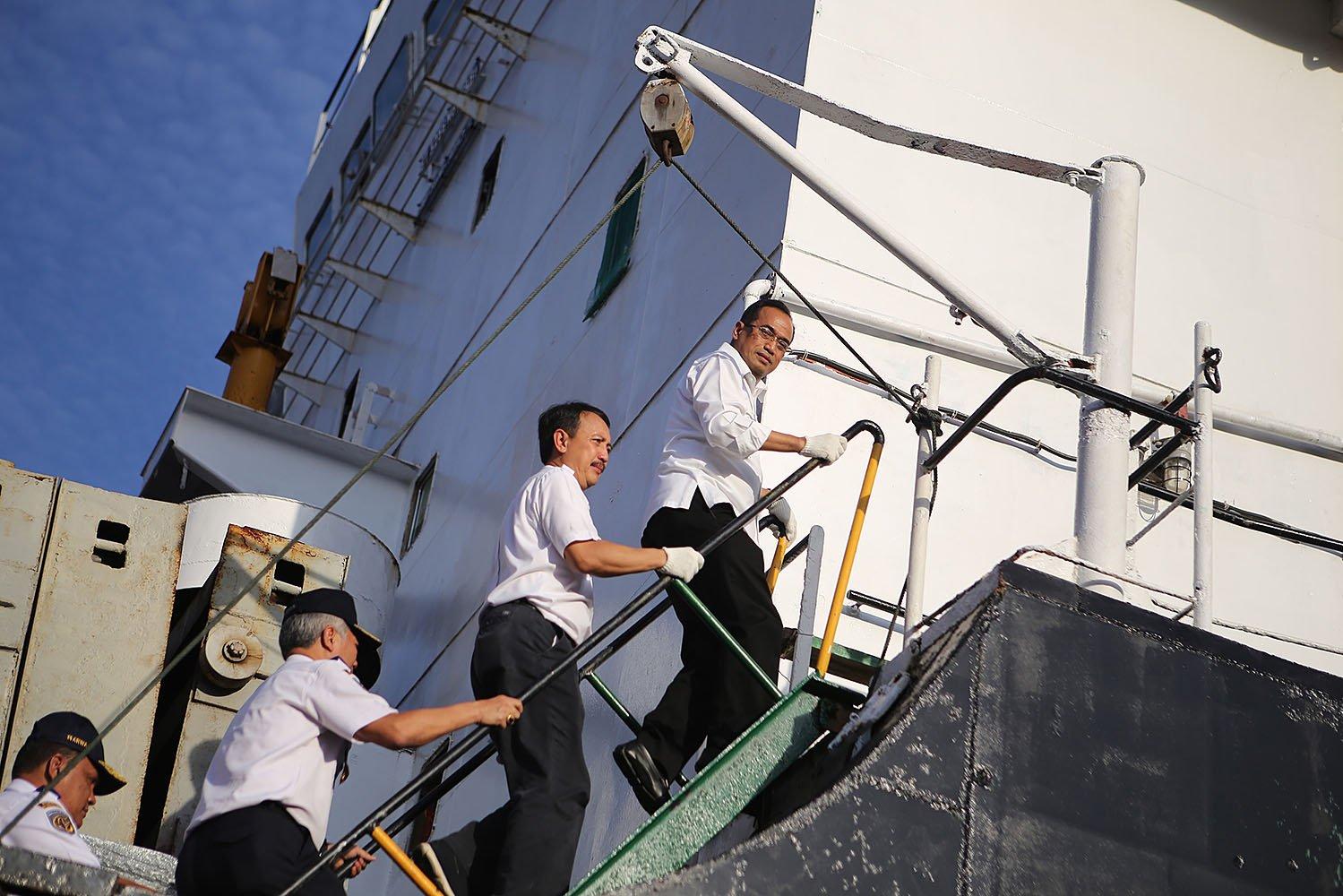 Menteri Perhubungan Budi Karya Sumadi melepas keberangkatan perdana kapal tol laut logistik Natuna di Pelabuhan Tanjung Priok, Jakarta Utara, Selasa (25/10).