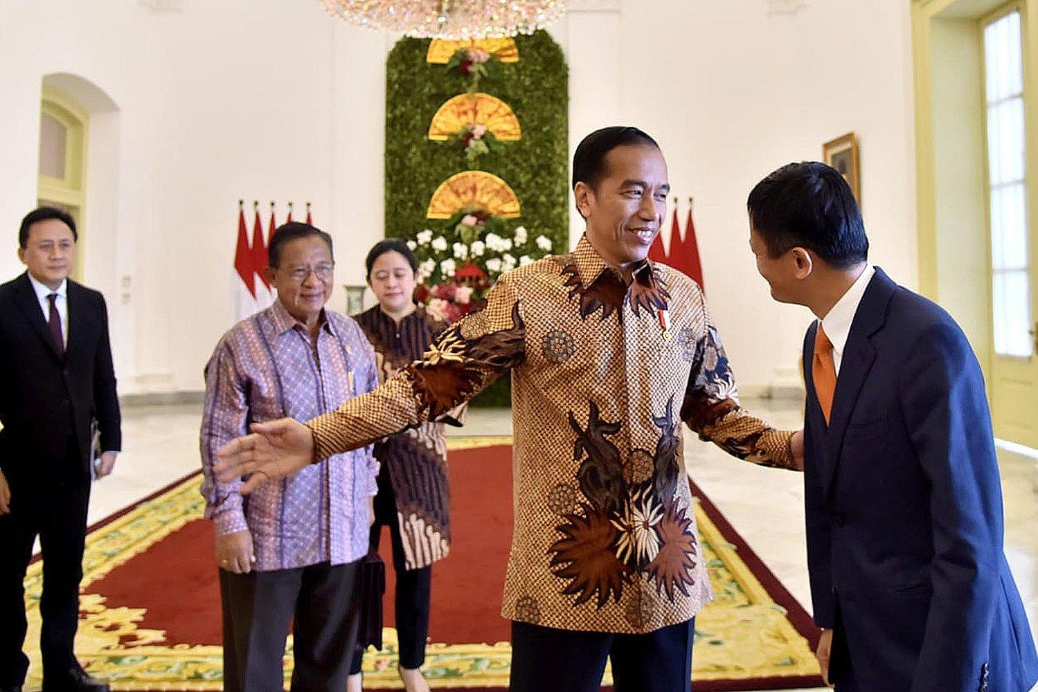 Presiden Joko Widodo (Jokowi) dan sejumlah menteri Kabinet Kerja menjamu pendiri dan CEO Alibaba Group, Jack Ma.