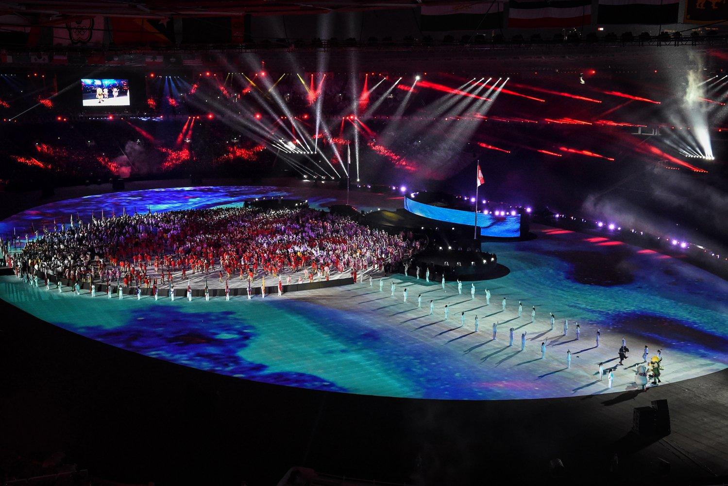 Seluruh atlet peserta Asian Games tampil pada Upacara Penutupan Asian Games ke 18 Tahun 2018 di Stadion Utama Gelora Bung Karno, Senayan, Jakarta, Minggu (2/9).