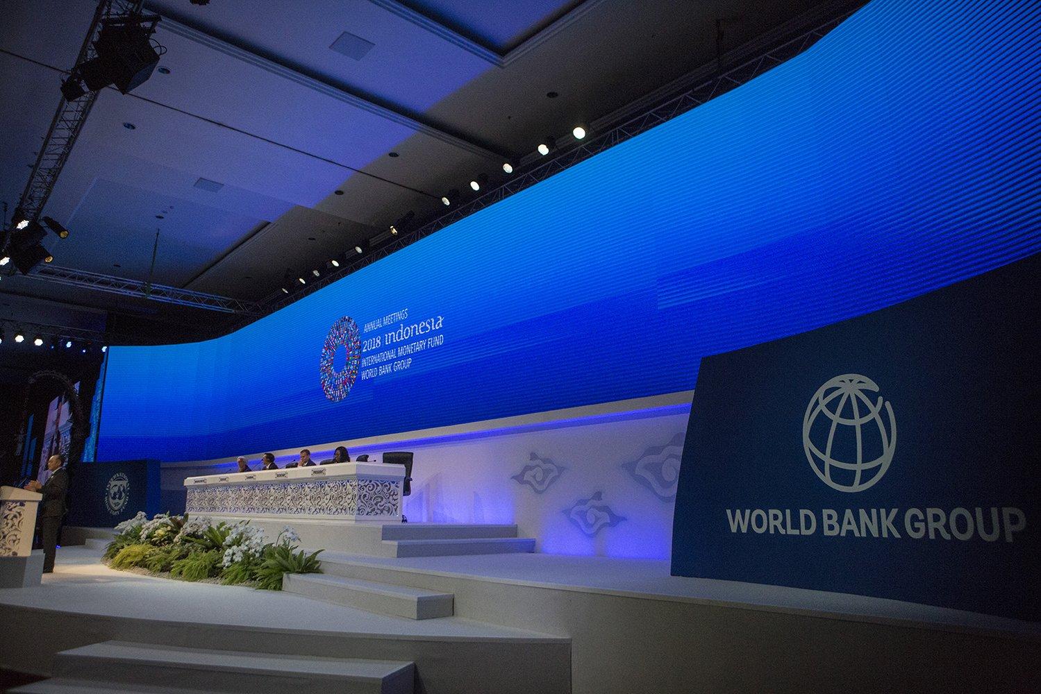 Presiden World Bank, Jim Yong Kim, menambahkan bahwa terdapat dua masalah yang dihadapi seluruh negara, kaya maupun miskin. Kedua masalah tersebut adalah perubahan iklim dan human capital.