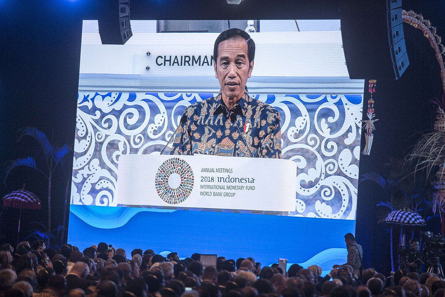 Dalam pidatonya, Presiden Joko Widodo mengibaratkan keadaan ekonomi dunia saat ini bagaikan kisah Game of Thrones. Layaknya houses dalam serial tersebut memerebutkan iron throne, negara-negara pun memperebutkan kekuasaan di bidang ekonomi, antara lain melalui perang dagang.