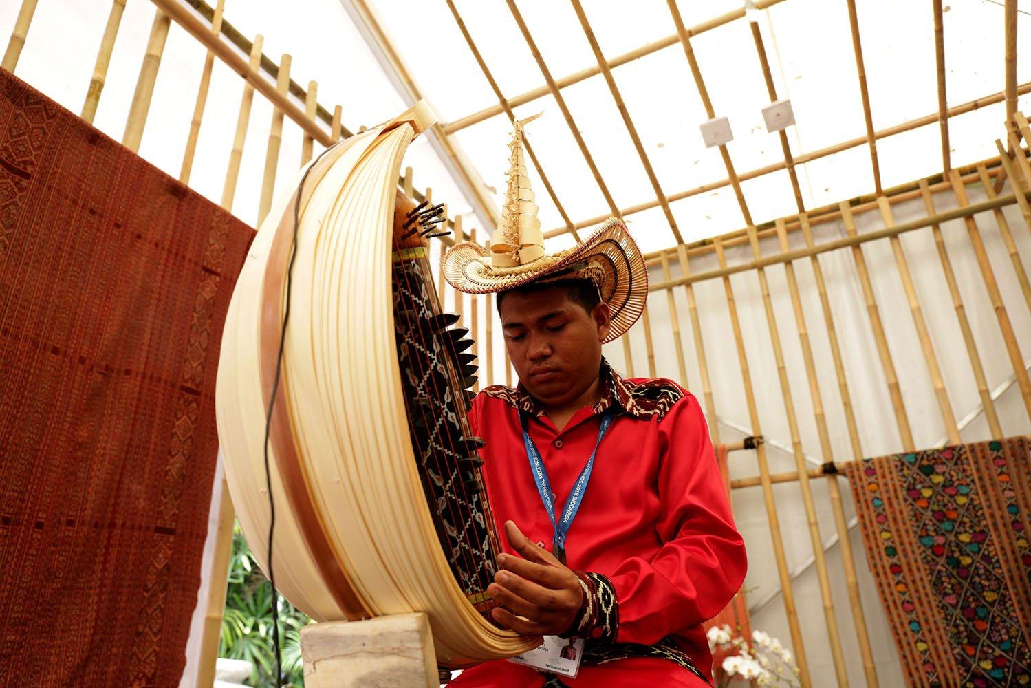 Paviliun Indopnesia adalah area khusus di lokasi utama Pertemuan Tahunan Dana Moneter Internasional (IMF) - Bank Dunia (World Bank) 2018 Bali, di mana peserta dan delegasi disajikan pameran seni dan kerajinan, pameran wisata, dan ekspo infrastruktur Tanah Air.