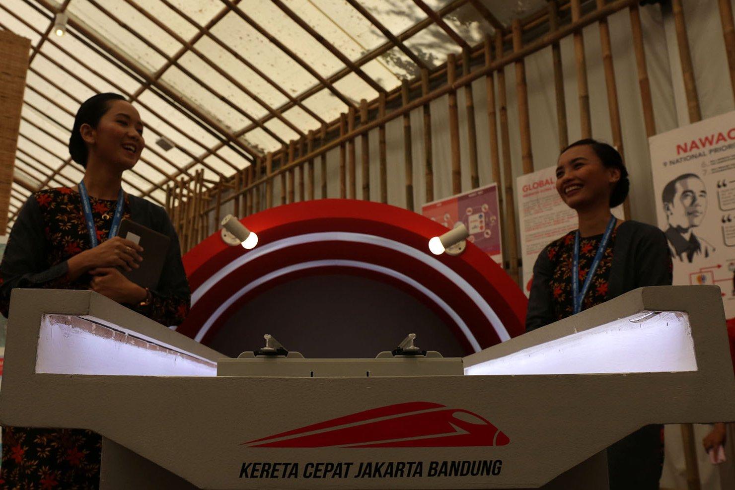 Menteri Rini mengatakan uraian tentang perkembangan Indonesia yang disajikan di area seluas lebih dari 2000 meter ini dapat membawa respon positif dari belasan ribu delegasi negara yang hadir di IMF-WB 2018 kepada Indonesia.