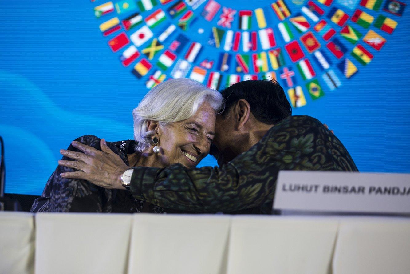 Pujian yang berlimpah disampaikan oleh Christine Lagarde. Menurutnya, capaian yang luar biasa ini telah dimulai sejak 3 tahun yang lalu, ketika Indonesia terpilih dari sekian banyak kandidat tuan rumah Pertemuan Tahunan IMF-Bank Dunia 2018.