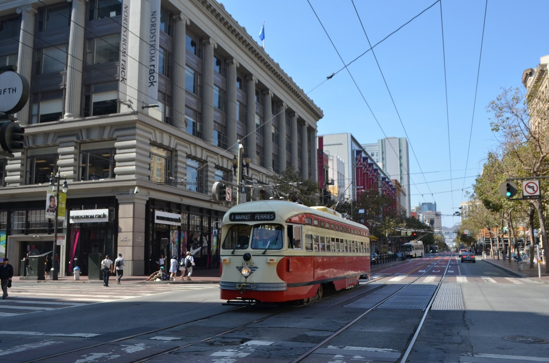 Bus listrik di San Fransisco