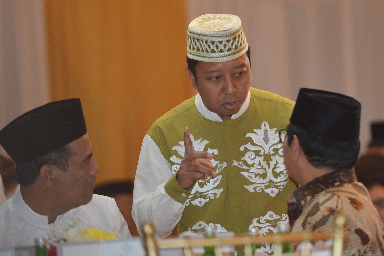 Ketua umum Partai PPP Romahurmuziy (tengah) berbicara dengan Seskab Pramono Anung (kanan) dan Menteri Pertanian Amran Sulaiman. Suharso Manoarfa harus segera mencitrakan PPP sebagai partai bersih dalam waktu singkat setelah KPK menangkap Romy.