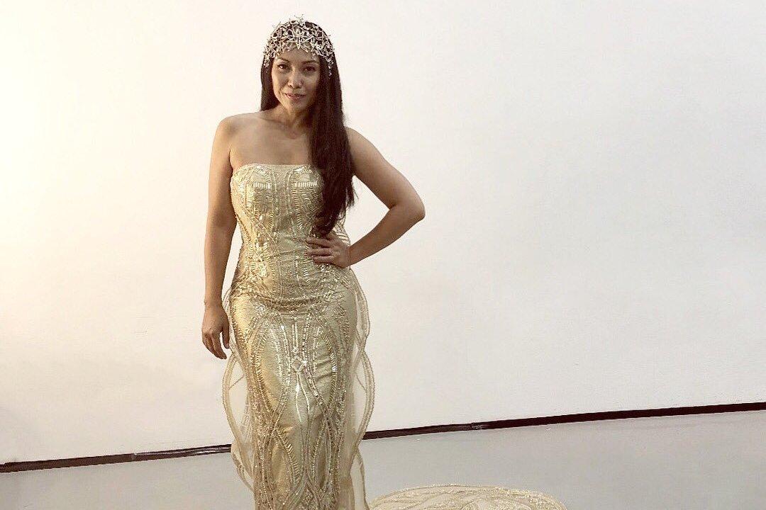 Anggun mengenakan gaun rancangan Mety Choa