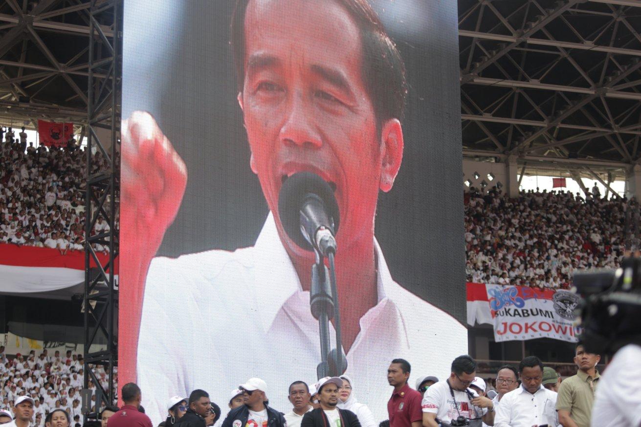 Kampanye akbar dimulai sejak pukul 12.00 WIB hingga pukul 17.00 WIB. Jokowi-Ma'ruf memberikan orasi sekitar pukul 16.30-17.00 WIB. Konser Putih Bersatu ini diisi penampilan musisi dan budayawan, dengan 500 artis akan tampil dalam acara tersebut, nama tenar yang hadir antara lain Slank, Addie MS, Bimbo, Ida Royani, Glenn Fredly, Sandy Sandoro dan Yuni Shara.