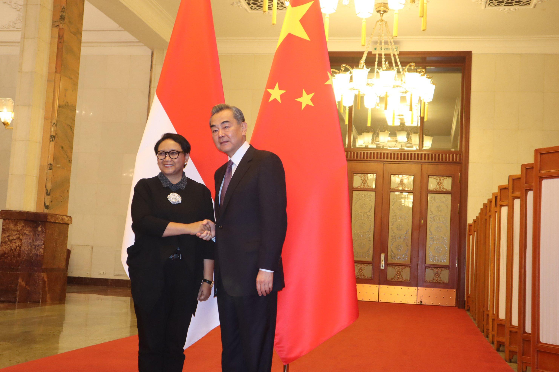 Menlu RI Bertemu dengan Menlu Tiongkok