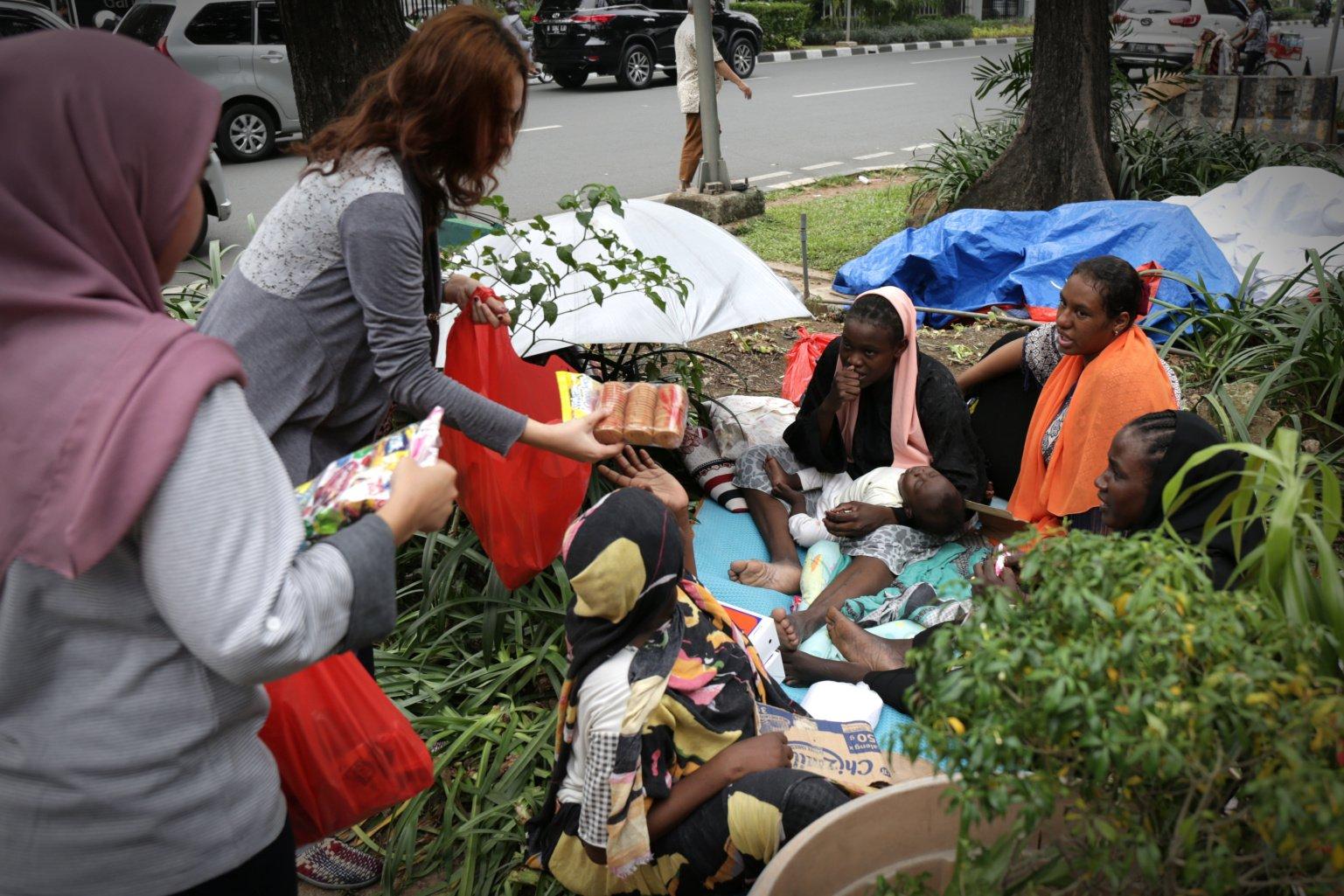 Bersama pencari suaka lainnya para pengungsi berharap UNHCR benar-benar memberikan jaminan perlindungan untuk bisa mengakhiri hidup di trotoar seperti yang dialaminya sekarang.