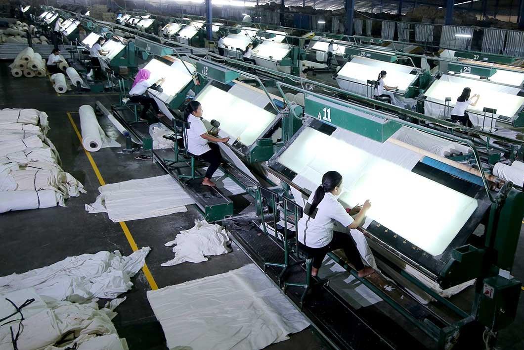 ancaman produk tekstil tiongkok, dampak perang dagang as-tiongkok, gagal bayar duniatex, obligasi duniatex