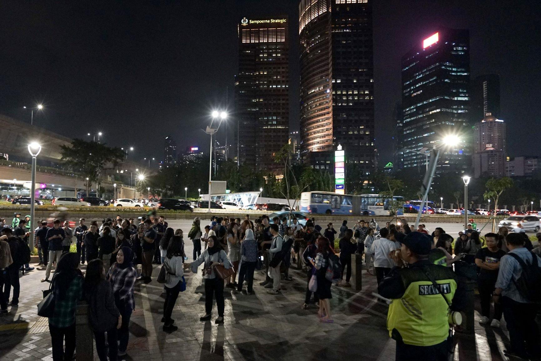 Kepanikan Akibat Gempa Jakarta
