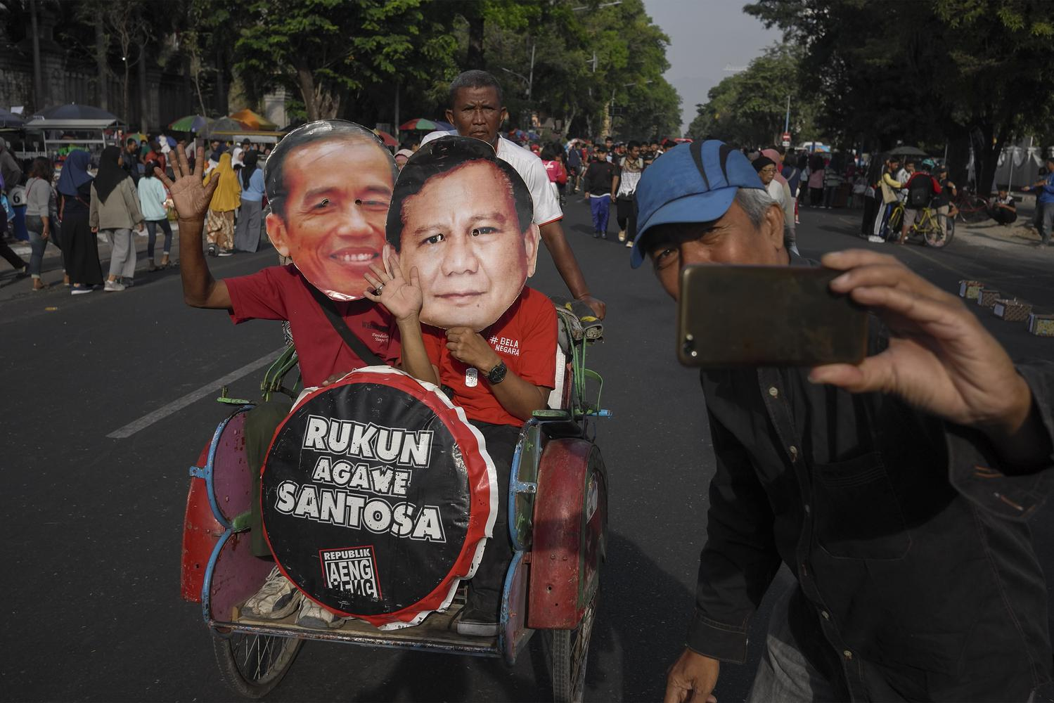 Ada andil Presiden Jokowi dalam koalisi PDIP dan Gerindra di Pilkada 2020. Pengamat pun menilainya sebagai wujug pragmatisme politik masih kuat dan mandeknya kaderisasi partai.
