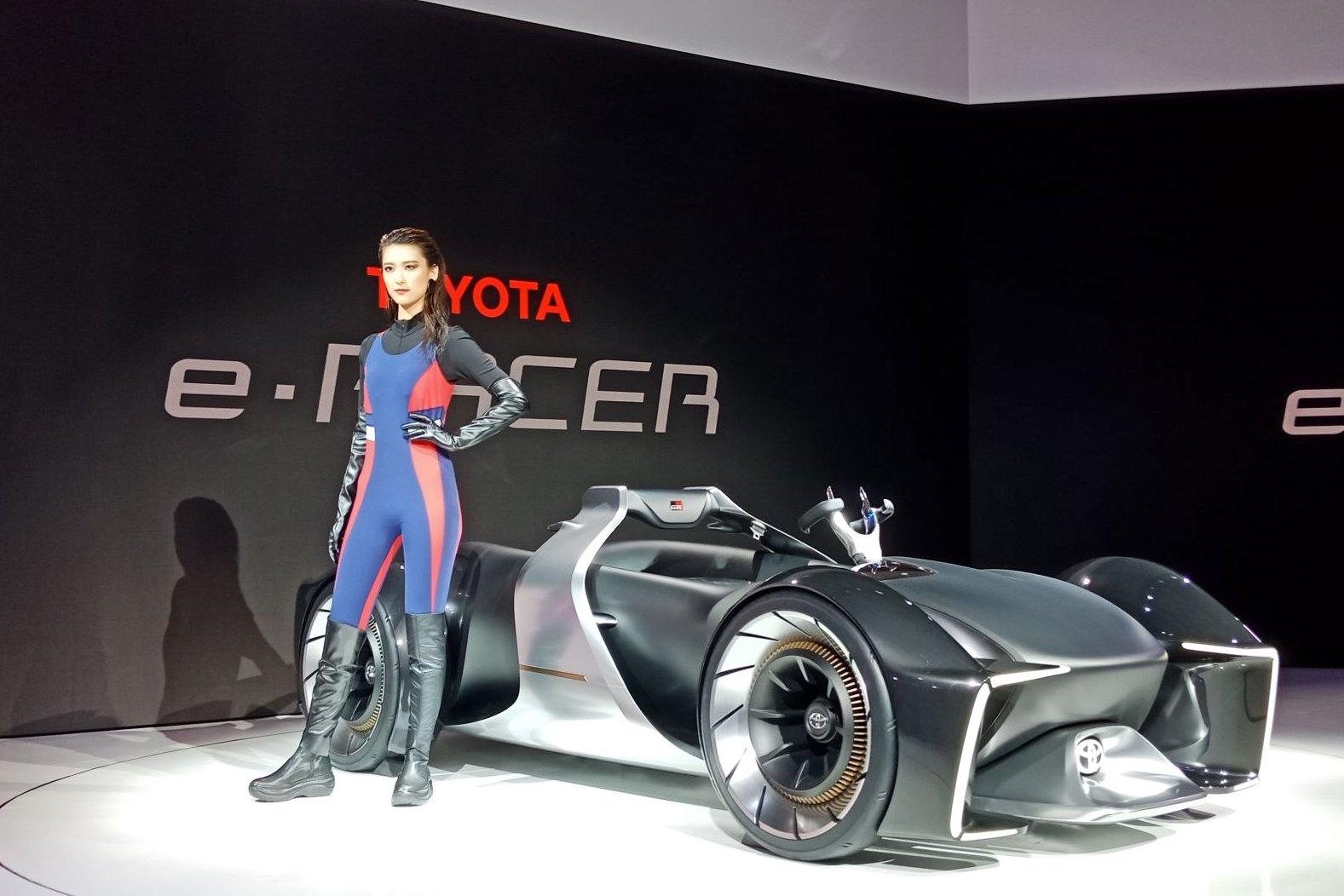 Toyota e-Racer. Prototipe statis mobil balap masa depan keluaran Toyota ini dipamerkan di ajang Tokyo Motor Show 2019 yang digelar di Tokyo Big Sight sejak 24 Oktober hingga 4 November mendatang.