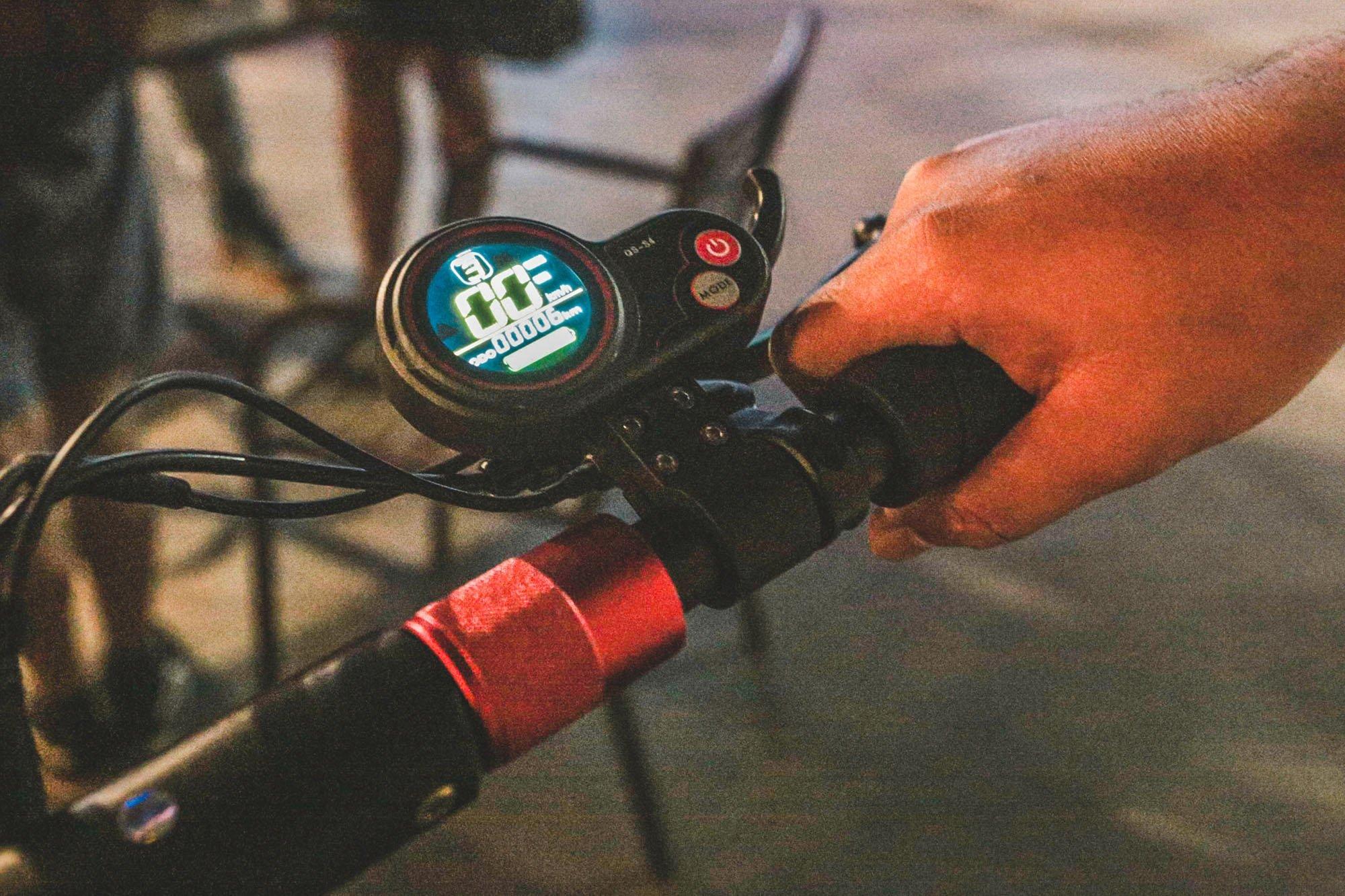 Tampak speedometer skuter listrik di Kemang, Jakarta (9/11/2019).