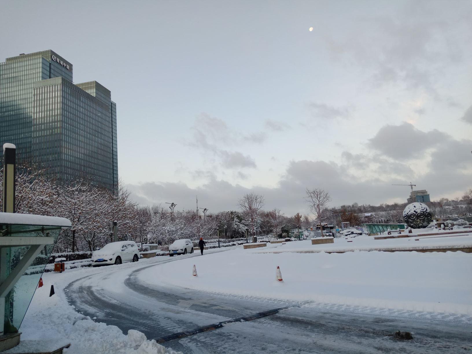 Kota Urumqi Diselimuti Salju