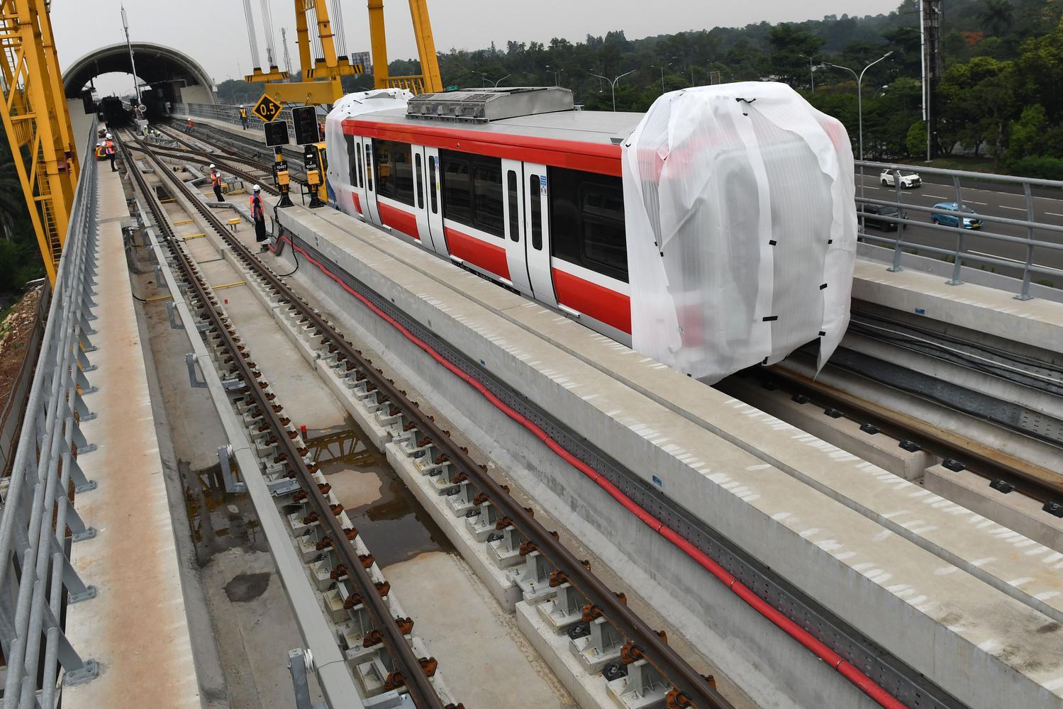 Saat ini sebanyak dua dari total 31 rangkaian kereta ('train set') LRT buatan PT INKA telah diangkat di atas rel Stasiun Harjamukti dan ditargetkan selesai seluruhnya pada 2020.