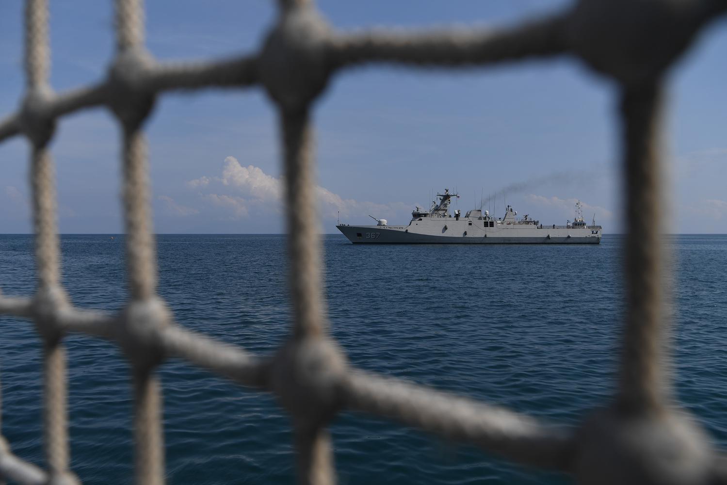 KRI Sultan Iskandar Muda-367 memasuki Pelabuhan Dili, di Dili, Timor Leste, Rabu (11/12/2019). KRI Usman Harun-359 dan KRI Sultan Iskandar Muda-367 akan melakukan misi diplomasi di Timor Leste hingga Sabtu (14/12).