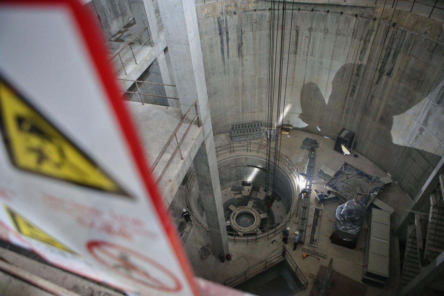 PLN UIP JBT I terus berupaya semaksimal mungkin menyelesaikan proyek pembangkit listrik, khususnya pembangunan PLTA sebagai upaya peningkatan bauran energi baru terbarukan.