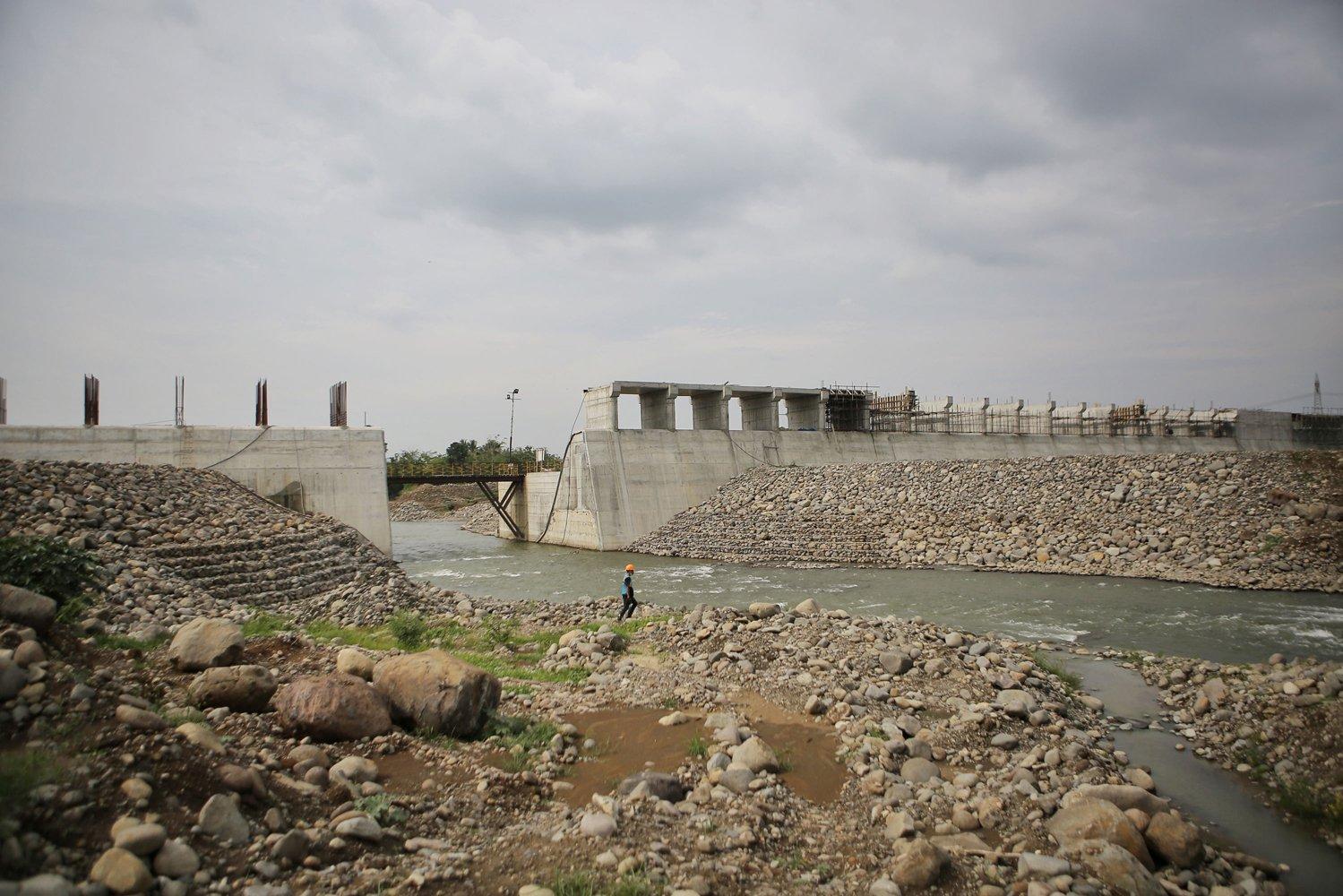 Terletak di Kecamatan Jatigede, Kabupaten Sumedang, Jawa Barat, progres pembangunan Pembangkit Listrik Tenaga Air (PLTA) Jatigede 2 x 55 megawatt (MW) yang saat ini sudah mencapai 73,18 %.