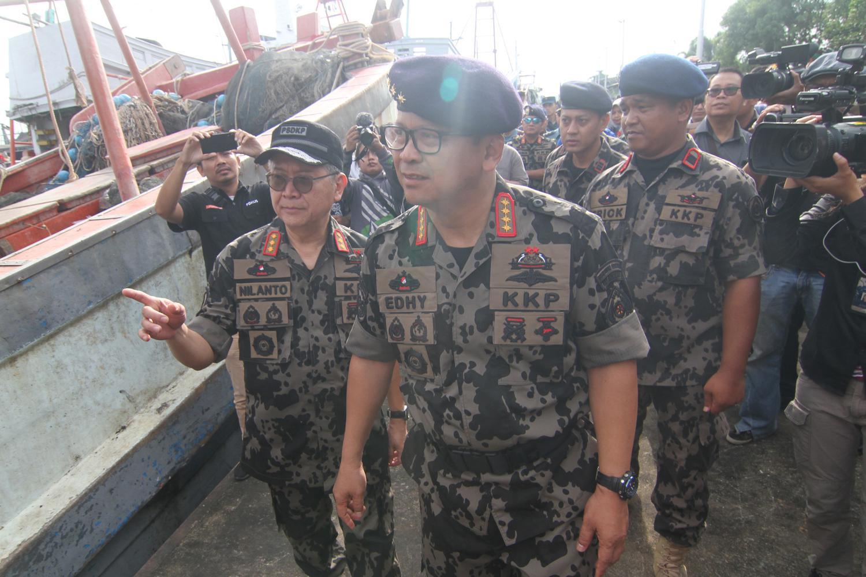Direktorat Jenderal Pengawasan Sumber Daya Kelautan dan Perikanan KKP berhasil menangkap tiga kapal ikan asing berbendera Vietnam di Laut Natuna Utara.