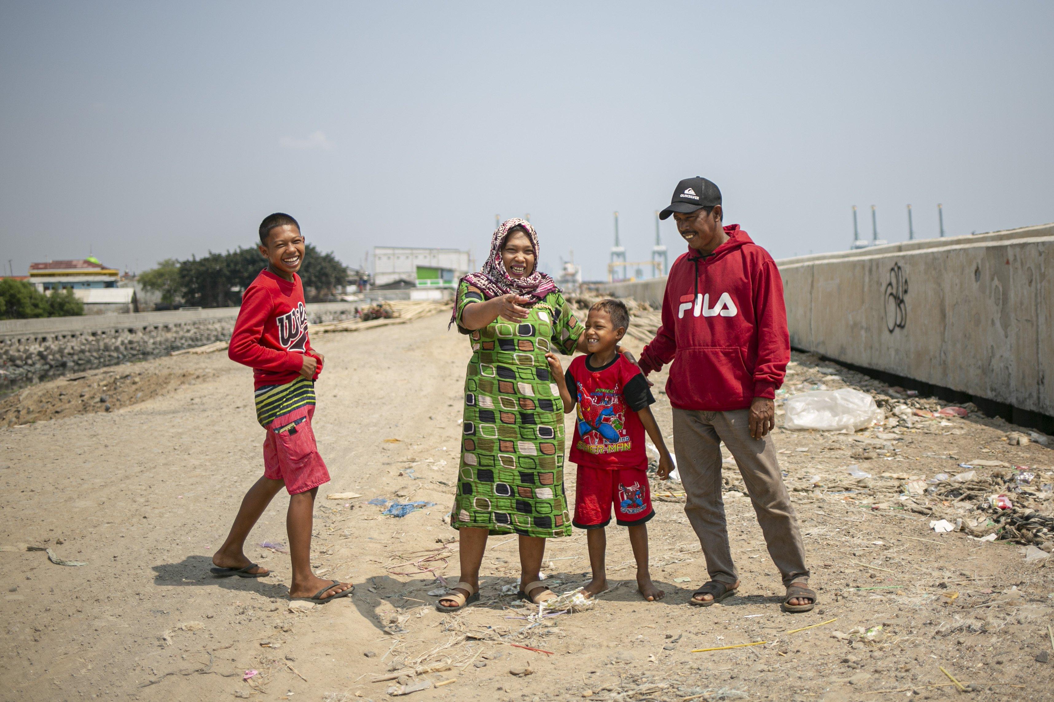 Potret keluarga Wadi (48), seorang nelayan yang tinggal di Kampung Nelayan, Jakarta Utara, Minggu (9/8/2020).