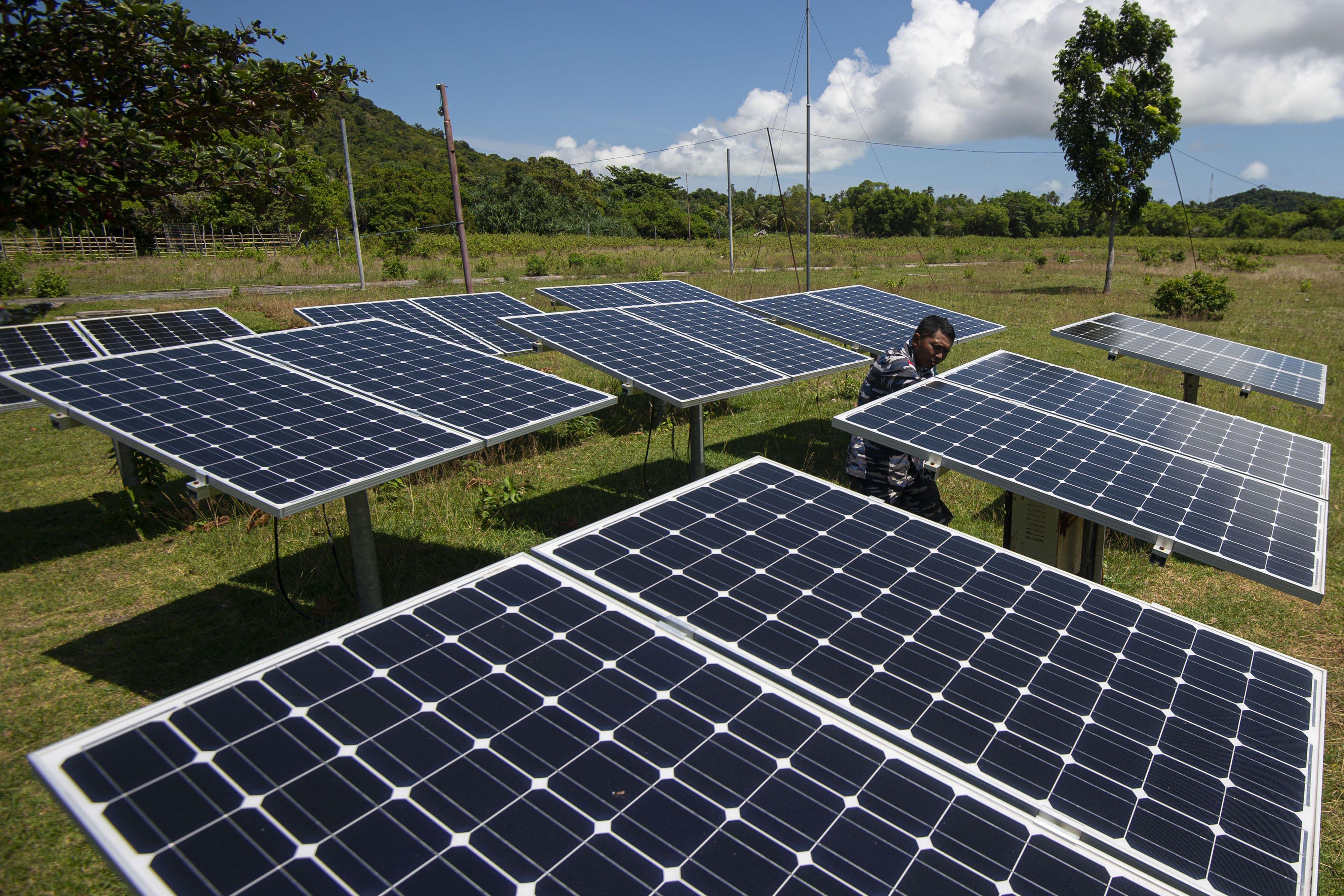 Panel surya juga menjadi sumber energi listrik alternatif di Pulau Laut, Kabupaten Natuna, Kepulauan Riau.