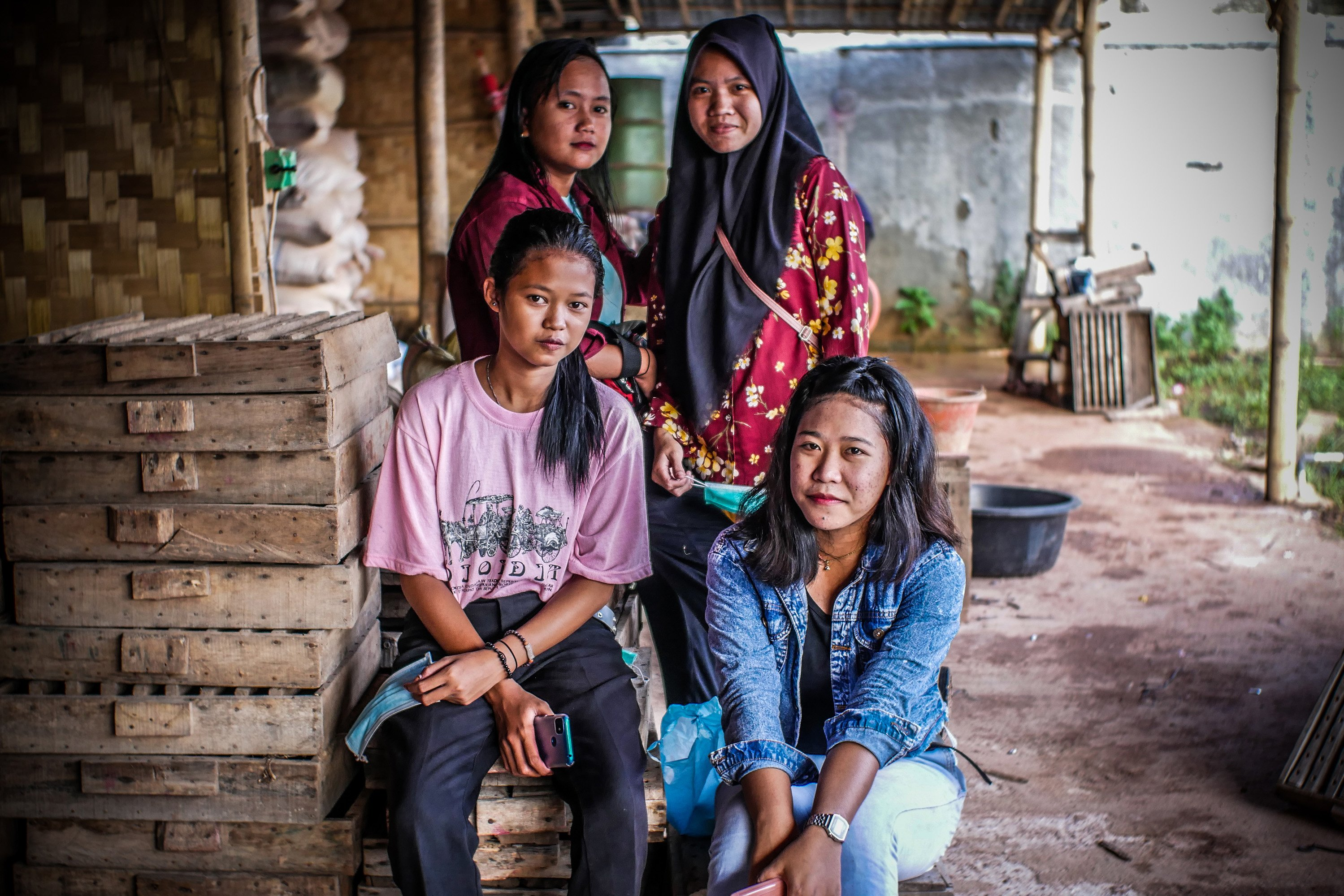 Potret Pekerja pembuat hio di Industri Hio Rumahan Koh Ase, Kosambi, Kabupaten Tangerang, Banten.