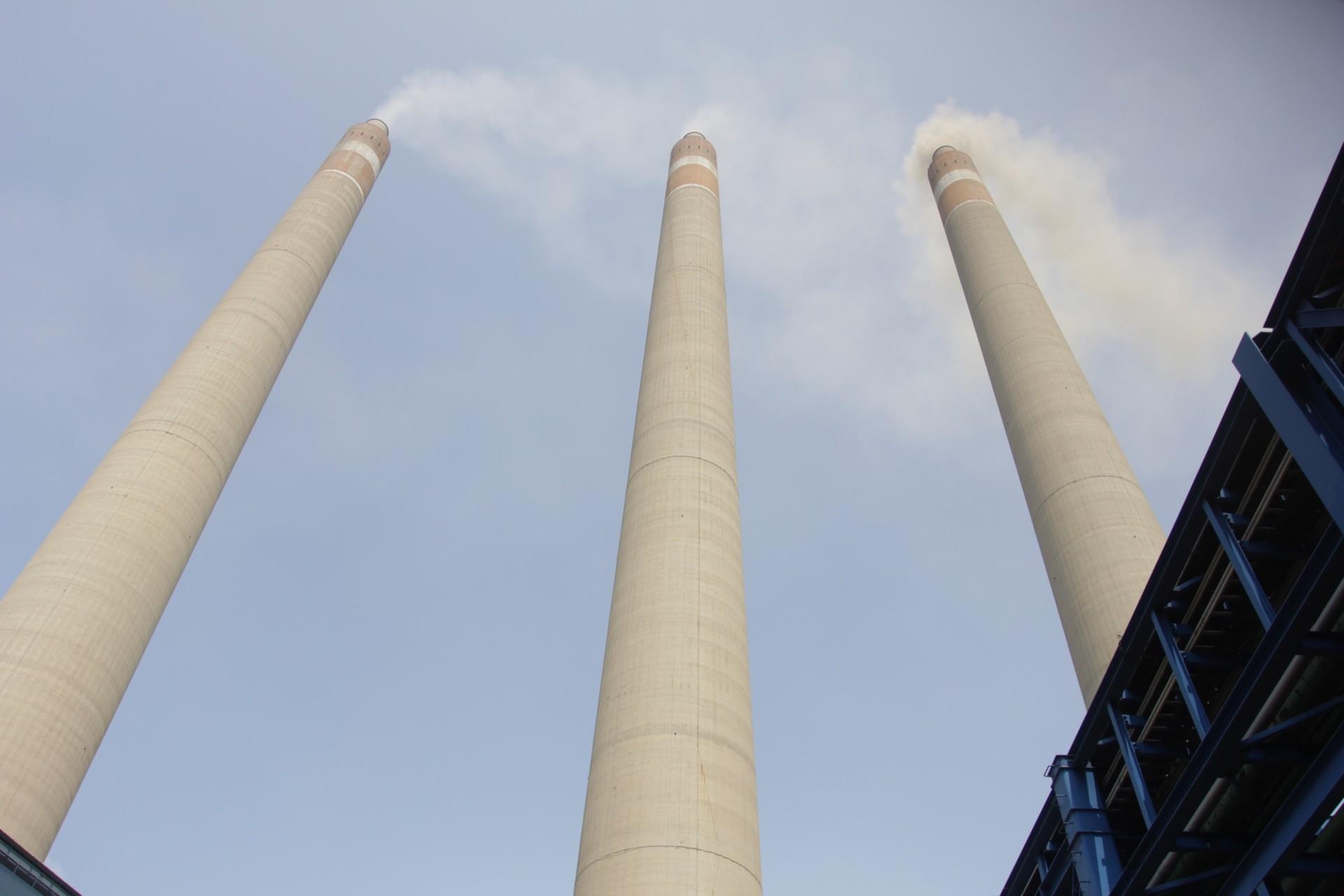 Emisi karbon