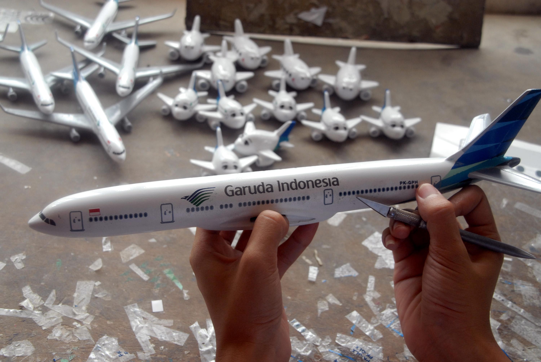 Kerajinan Miniatur Pesawat Terbang