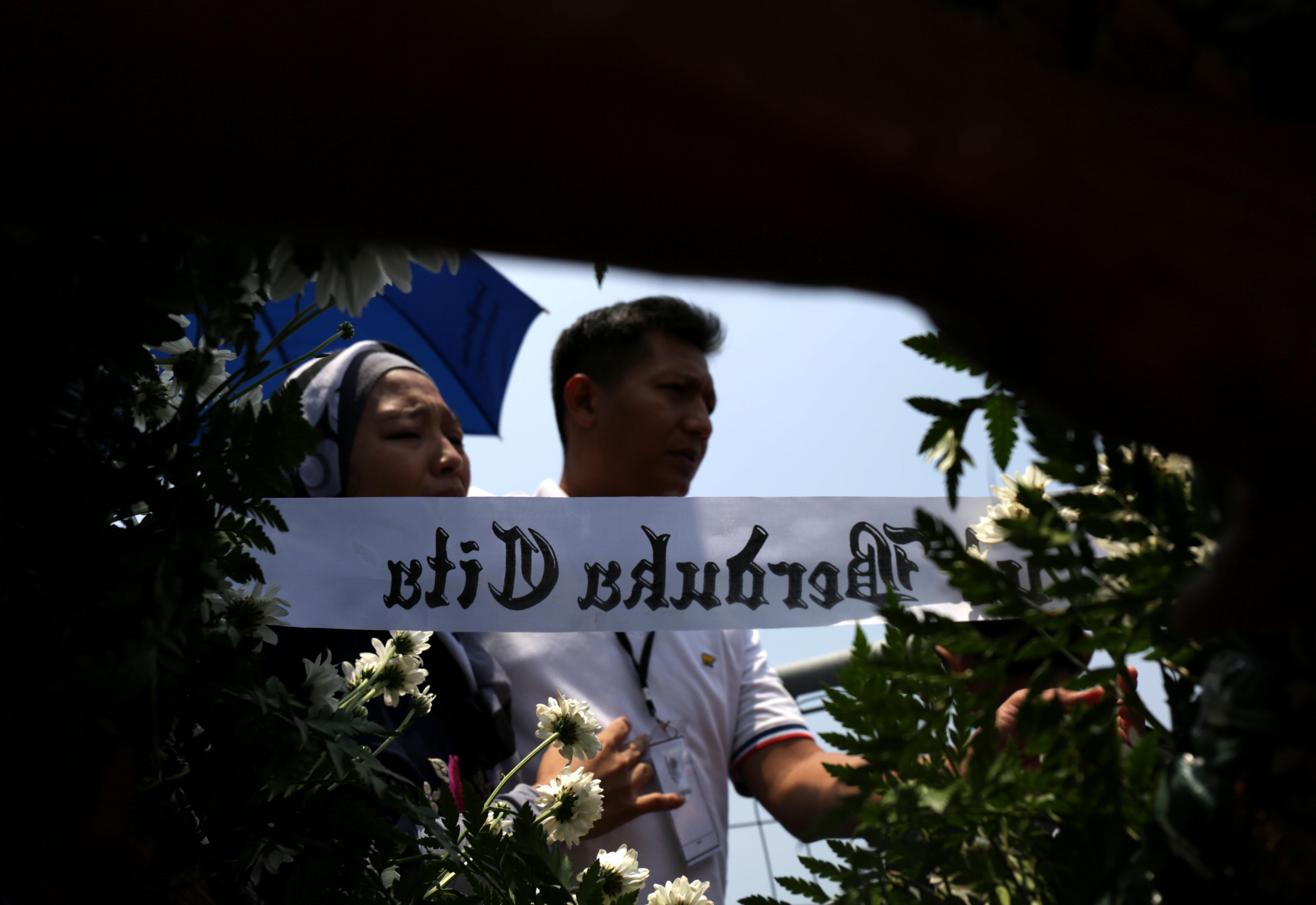 Tabur Bunga dan Doa Bersama Keluarga Korban Pesawat JT-610