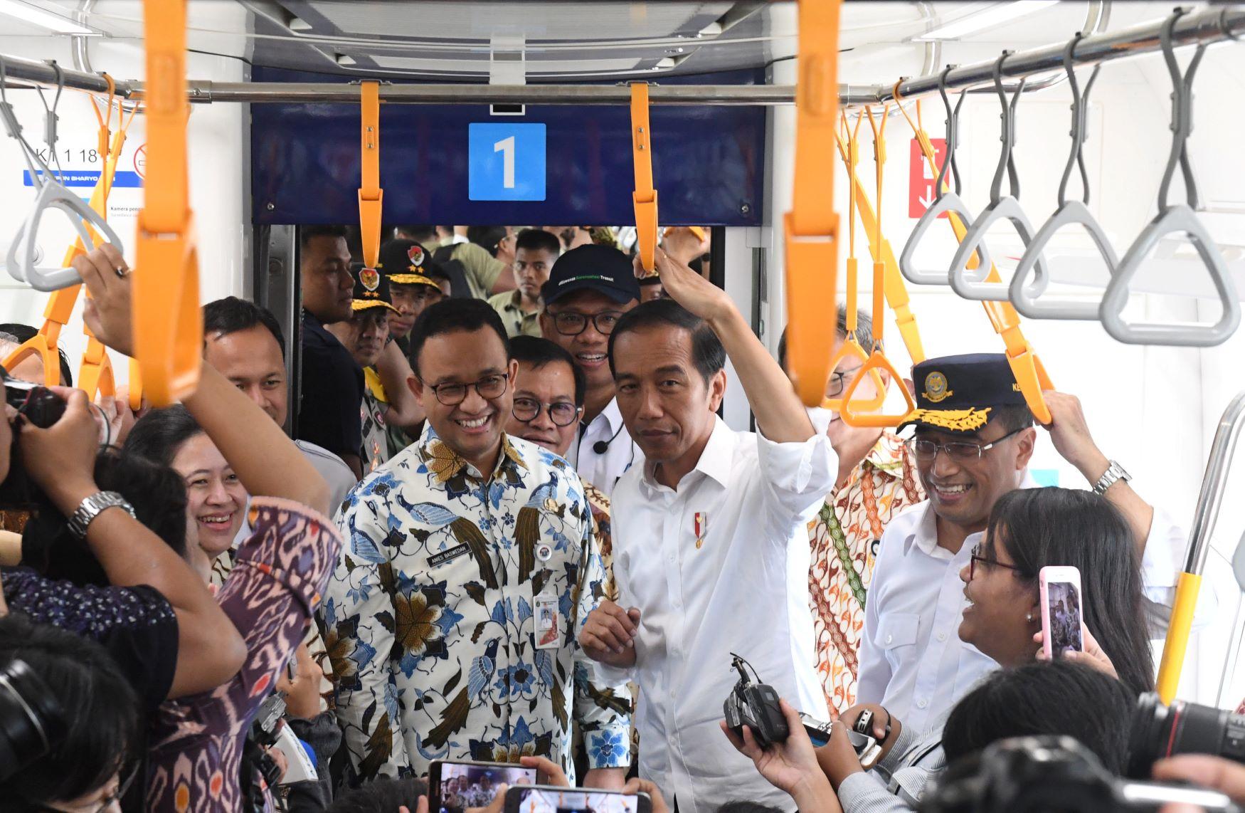 Presiden Joko Widodo mencoba MRT