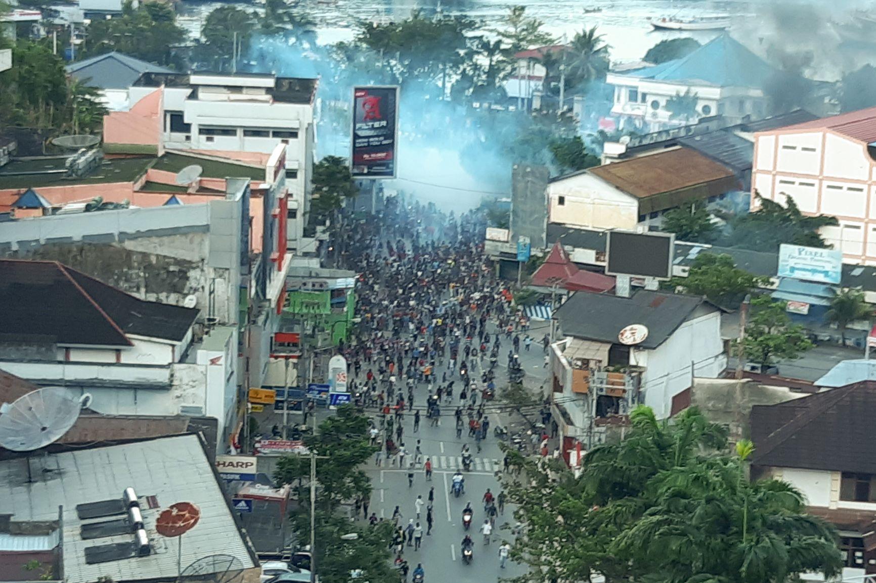 Aksi Unjuk Rasa di Jayapura Ricuh
