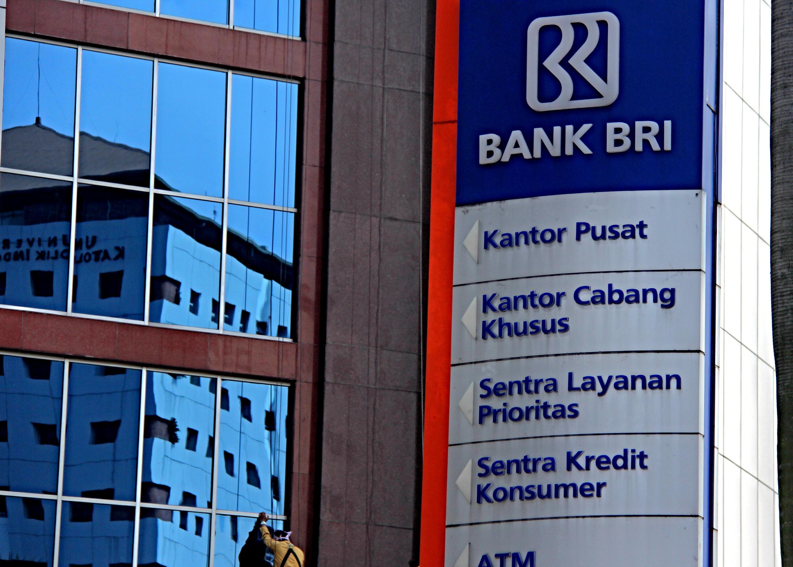 Logo dan Gedung Bank BRI