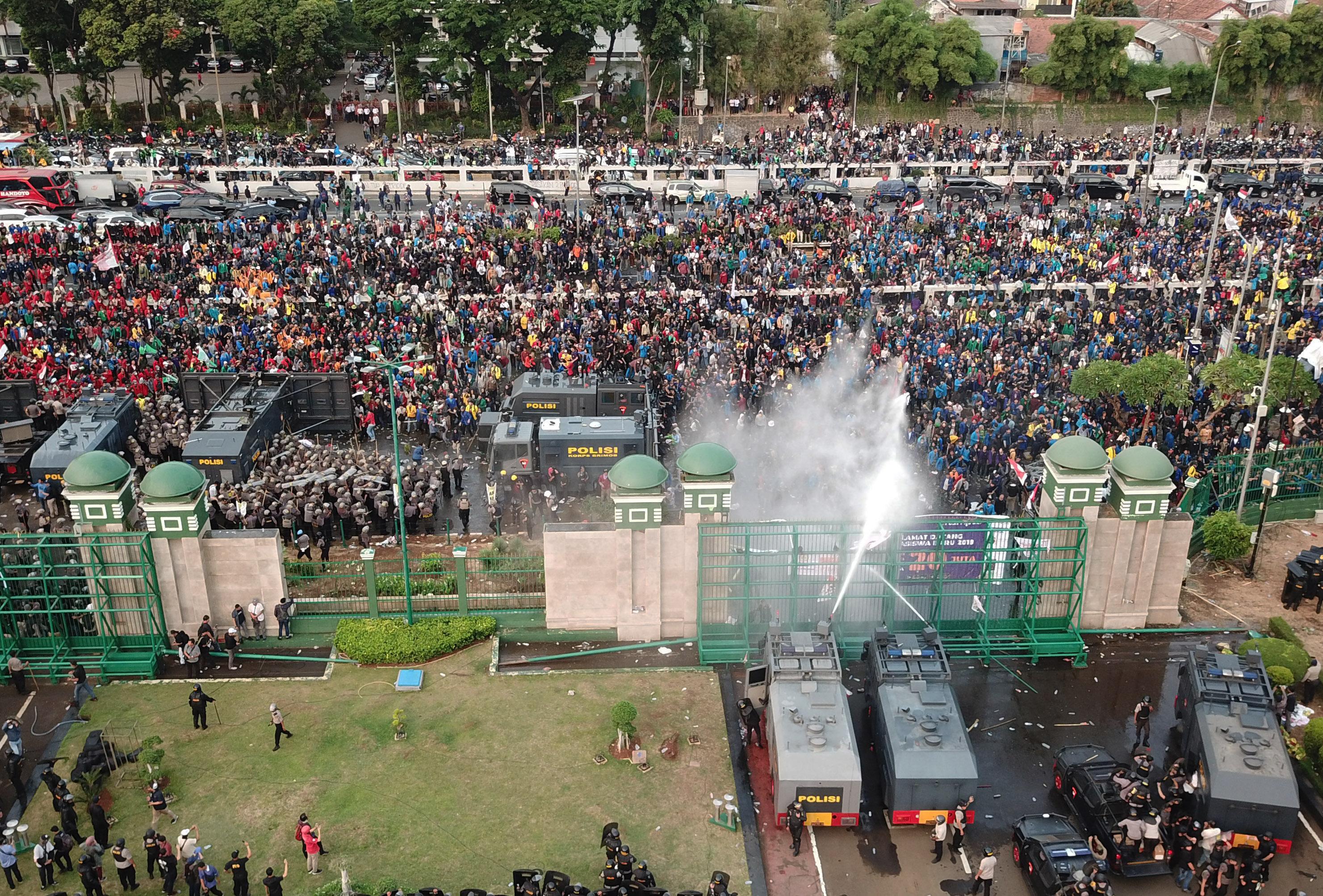 Aksi Mahasiswa di DPR Ricuh