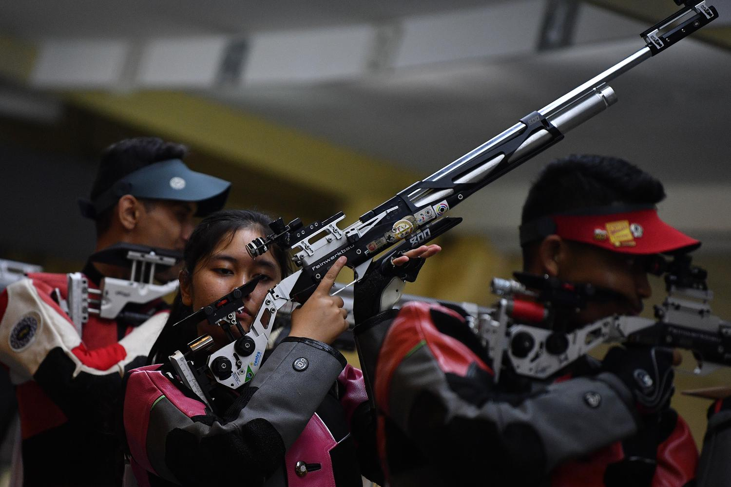 EMAS MENEMBAK 10 METER AIR RIFLE MIXED TEAM