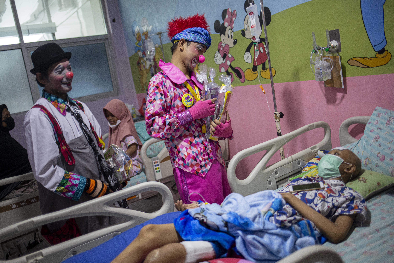 Menghibur Anak Penderita Kanker