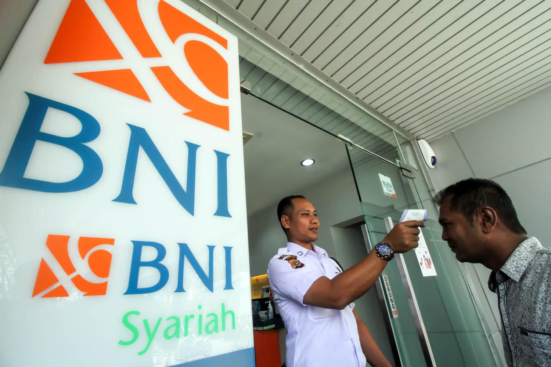 PEMERIKSAAN SUHU TUBUH NASABAH BANK