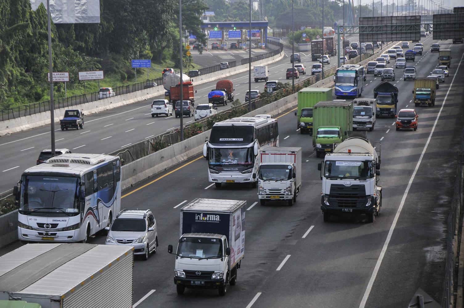 KENAIKAN VOLUME KENDARAAN DI TOL JAKARTA-CIKAMPEK