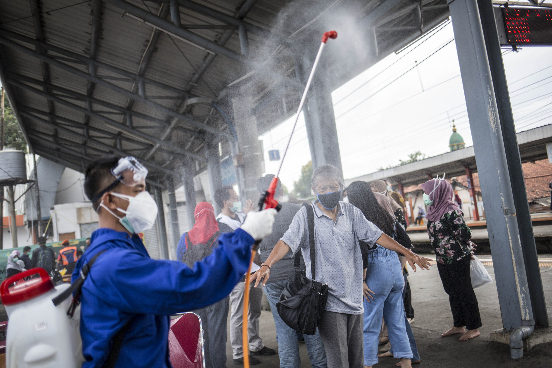 Swab Test Masal di Stasiun KRL Bojong Gede
