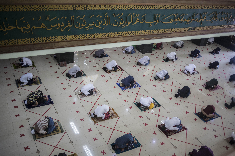 New Normal, Masjid Agung Al Barkah Bekasi Gelar Salat Jumat