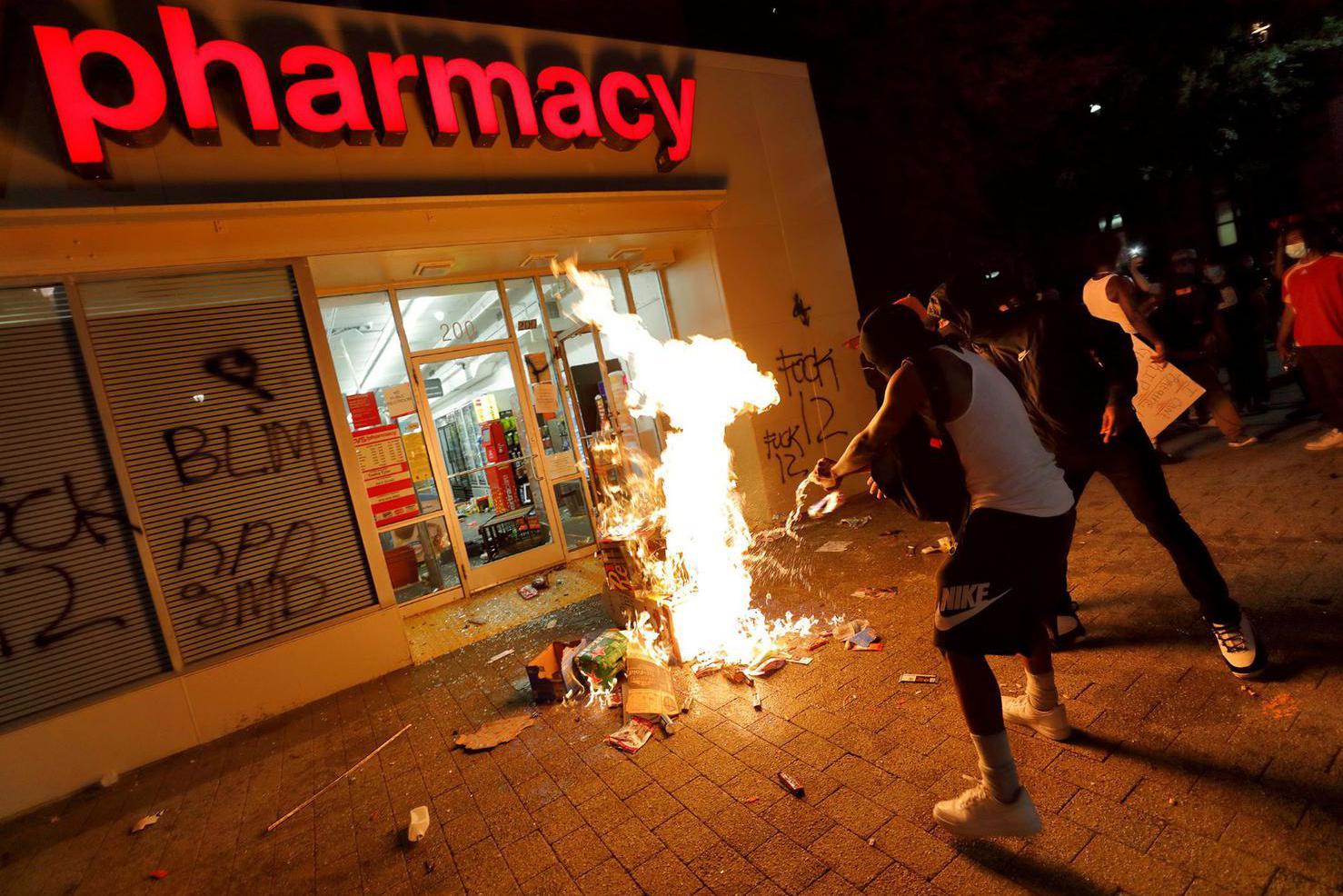 Dituduh Dalang Kerusuhan dan Dicap Teroris oleh Trump, Apa itu Antifa? - Internasional Katadata ...